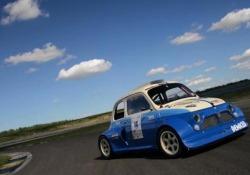 In origine era una 500L del 1972. Un solo posto, carreggiate allargate, il motore di una moto da 240 cv...