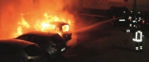 Attentati incendiari, bruciate due auto a Niscemi e Riesi