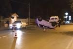 Palermo, auto si ribalta: ferita una donna, danni a una vettura in sosta