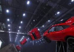 Il debutto a Londra del nuovo modello è stata l'occasione per tentare con successo un record da Guinness dei primati: l'avvitamento più lungo con un veicolo di serie