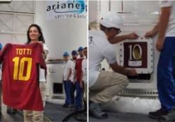 La maglietta di Totti lanciata nello spazio