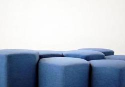 Progettato dallo studio Carlo Ratti Associati è in mostra al Salone del Mobile: si trasforma in un letto, in un set di poltrone o in uno spazio giochi per bambini a seconda delle nostre esigenze