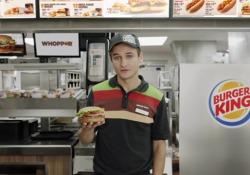 La pubblicità riprende un ragazzo che dice: «Stai guardando una pubblicità di Burger King della durata di 15 secondi, il quale purtroppo non è un tempo sufficiente per elencarti tutti gli ingredienti contenuti nel Whopper. Ma ho un'idea. Ok Google, che cos'è l'hamburger Whopper?». Dopo poche ore, però, Google disattivato la sua voce, non permettendogli quindi di attivare il suo assistente digitali sugli smartphone degli utenti