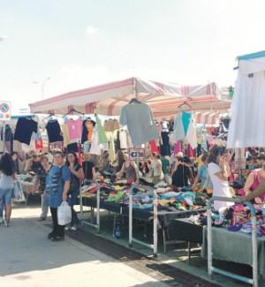 Caltanissetta, il mercatino lascerà Pian del Lago: bancarelle in via Ferdinando I