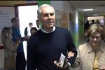 Fabrizio Micari al voto con la madre