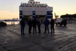 Riina, ecco lo sbarco del carro funebre al porto di Palermo - Video