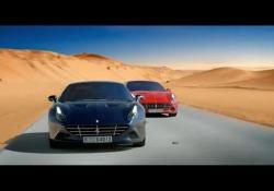 Le immagini spettacolari del bolide di Maranello lanciato tra le dune di sabbia di Dubai