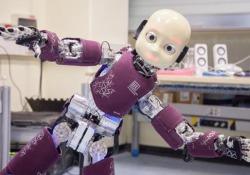 Nella casa di iCub, il robot umanoideche sta imparando a sorridere