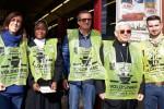 Monsignor Pennisi con i volontari della Colletta alimentare