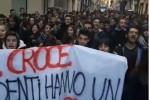 Niente riscaldamenti, in piazza a Palermo gli studenti del Benedetto Croce