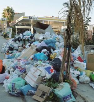 Emergenza rifiuti a Licata, sit-in di protesta davanti al municipio