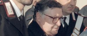 Salvatore Toto' Riina alla sua prima udienza del processo sulla strage di Capaci nell'aula-bunker dell'Ucciardone a Palermo, in una immagine del 28 febbraio 1993