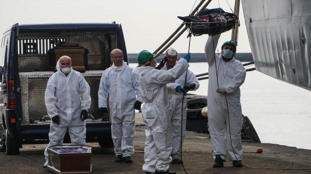 26 donne morte salerno, immigrazione, sbarco migranti salerno, Sicilia, Cronaca