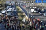 Sciopero generale in Catalogna: bloccati treni, bus e oltre 70 strade