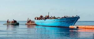 Un'immagine del soccorso in mare fatto da Sos Mediterranee
