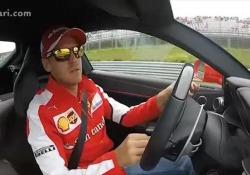 Il campione di Formula uno si diverte come un matto in pista con il potente bolide di Maranello