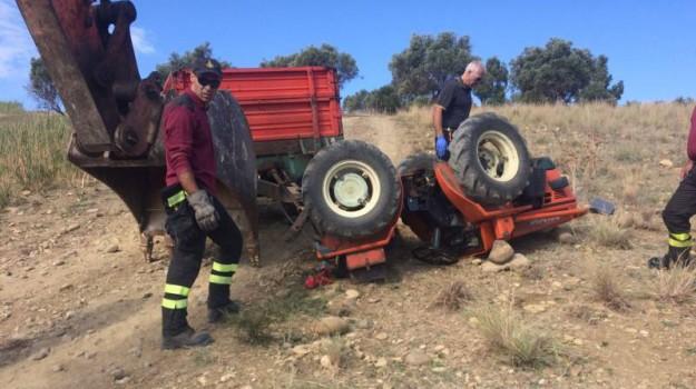 incidente trattore castelvetrano, schiacciato dal trattore, Trapani, Cronaca