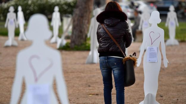 #InQuantoDonna, femminicidio, giornata contro violenza donne, Sicilia, Cronaca