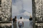 L'isola di Bali in allerta per il vulcano Agung, si teme eruzione: migliaia di evacuati