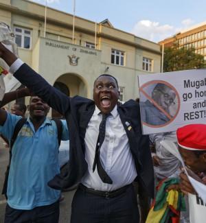 Il presidente Mugabe lascia dopo 37 anni: finisce un'epoca per lo Zimbabwe