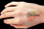 Si illuminano i primi tatuaggi viventi