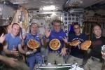 Volano pizze nella Stazione Spaziale