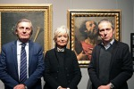 Da sinistra il presidente di Bper Banca Luigi Odorici, Lucia Peruzzi, curatrice della mostra, e Sebastiano Simonini, coordinatore del progetto Uno scrigno per l'arte