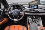 La BMW i8 si aggiorna nel look, raddoppia e 'perde' il tetto
