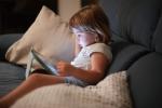 A rischio riposo teenager per la luce di tablet e smartphone