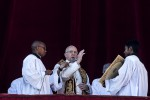 Papa Francesco durante la benedizione