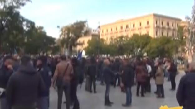 Precari del Comune scioperano, servizi nel caos a Palermo