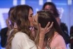 Ilary Blasi bacia in bocca Silvia Toffanin in tv, si accende la polemica sul web - Foto