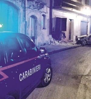 Sortino, auto si schianta contro un'abitazione