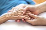 Chi è il caregiver, un familiare che cura a casa