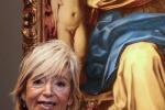 Lucia Peruzzi, curatrice della mostra, durante la presentazione della mostra Uno scrigno per l'arte di Bper Banca oggi a Modena