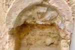 Un'antica acquasantiera trovata in una chiesa di Castelvetrano