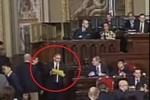 Deputato mostra il voto ed è bagarre all'Ars: il video dall'Aula