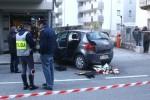 Auto entra nella zona pedonale a Sondrio e travolge i passanti: 4 feriti, uno è grave