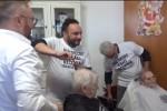 Castellammare, da casa degli orrori a casa di gioia: festa per gli anziani - Video