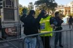 Palermo, varchi presidiati davanti al teatro Politeama - Video