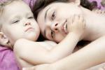 Baci, carezze e conforto lasciano tracce nei geni dei bambini