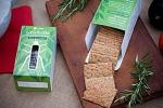I crackers proteici sono fatti con farina di grillo
