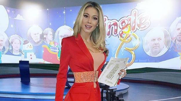 Diletta Leotta si conferma regina dei social, il suo scatto in rosso fa impazzire i fan