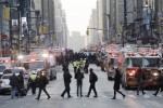 """Esplode ordigno alla stazione dei bus Panico a New York, quattro feriti lievi Fermato un giovane: """"Volevo vendetta"""""""