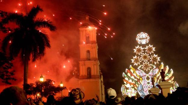 esplosione fuochi d'artificio cuba, Sicilia, Mondo