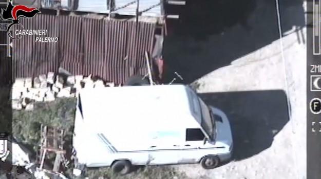 Assalti ai furgoni carichi di sigarette Banda sgominata a Palermo, 13 arresti