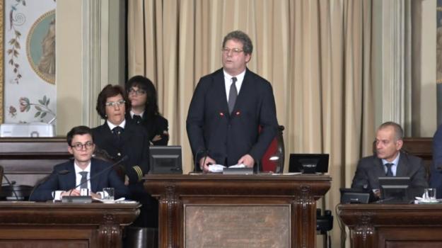 stipendi ars, Gianfranco Miccichè, Sicilia, Politica