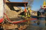 Incendio alla cartiera Sacca di Calatabiano, in fiamme 2.300 tonnellate di carta da riciclare