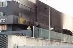 Incendio danneggia concessionaria a Riposto, in fiamme l'officina