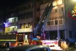 Contatori in fiamme in un condominio a Catania, abitanti salvati con le autoscale